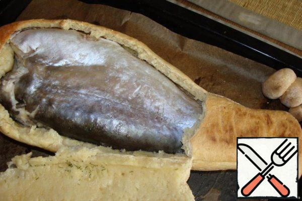 Fish is ready. The dough is thrown (do not even try). Serve and name to the table (although this is unnecessary, and so all of the flavors came together).