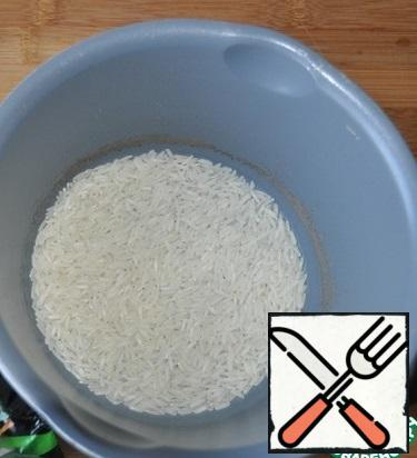Take rice, pour water 1 to 2, cook according to the instructions.