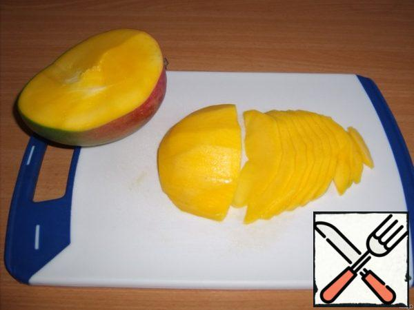 1.5 mango cut into thin slices.