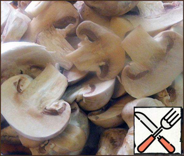 Mushrooms are well washed and cut into slices. I love not too small, so a major cut in half, small left whole.
