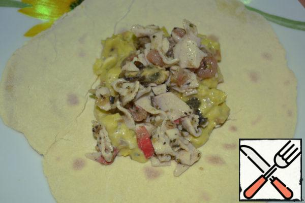 Then seafood (or minced meat, or vegetables, in General, the main filling for tacos that you have conceived).