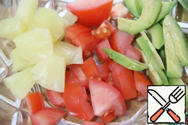 Mix avocado, tomatoes and pineapple.