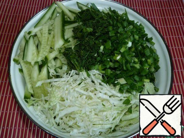 Chop the cabbage. Cut the cucumber (I like this salad cucumber cubes), dill, green onions.