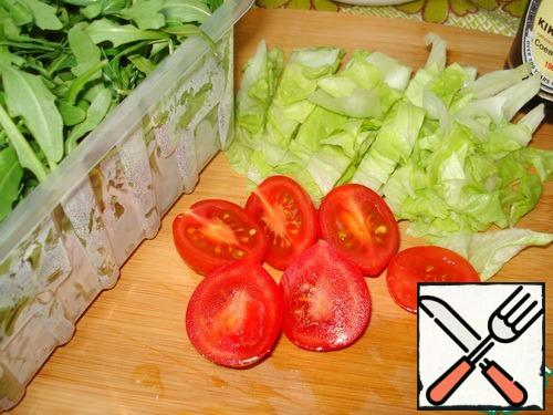 Arugula and salad wash, dry. Salad leaves large cut into. Tomatoes wash and cut in half.