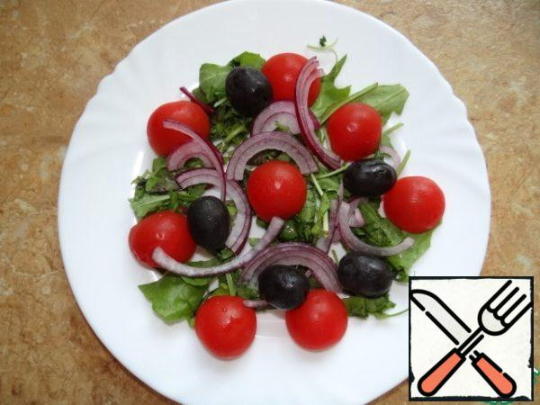Salad to lay out olives, onions, sliced thin half-rings;