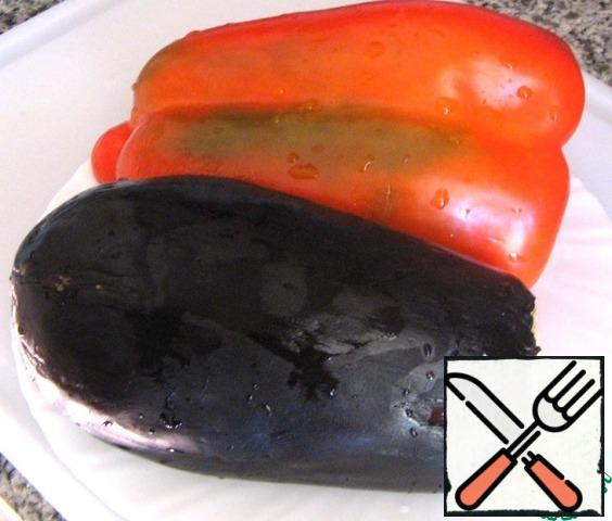 Eggplant and pepper put in the oven to bake for 30 minutes.