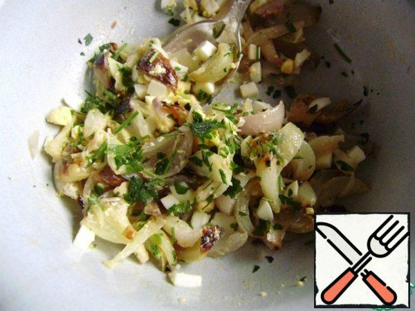 Nuts chop with a knife. Finely chop the greens. Mix onion, egg, greens. Add olive oil, Apple cider vinegar, salt and pepper.
