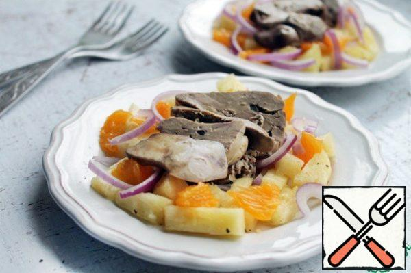 Of course you can just mix everything with chopped liver and serve, but I really like to serve this salad in portions, now I will show how.