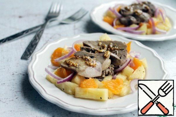 On a plate lay out the basis (fruit, onion), and on top of liver, slice it lengthwise stripes, and before serving, pour the dressing, the remaining dressing to serve, to the table, in a saucer.