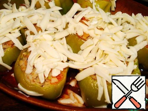 Bake for about 15 minutes (focus on your oven, I love the pepper to be quite soft, baked). Before the end sprinkle the peppers with cheese, wait until the cheese melts.