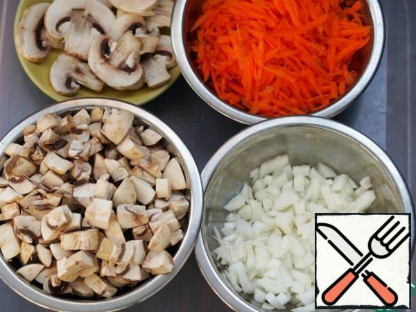 Grate carrots, onions and mushrooms finely diced.