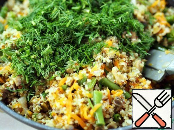 Finely chop the dill or some other greens, the one you like. Mix in one bowl greens, quinoa and stewed vegetables. Salt and pepper. Stir well.