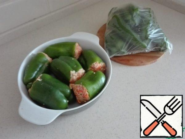 Put the pepper in a heat-resistant form. Pepper was more - it does not matter. Put the rest in a freezer bag and put into the freezer. Reserve for unexpected guests is ready.