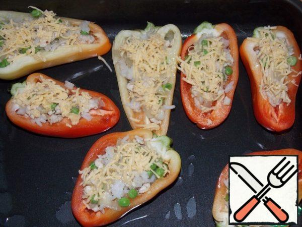 Stuff the peppers with stuffing. Sprinkle with grated cheese on top. Bake at 180C for 20-25 minutes.