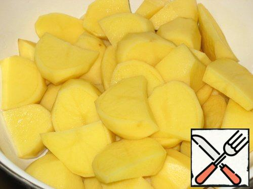 Then peeled potatoes cut into small pieces.