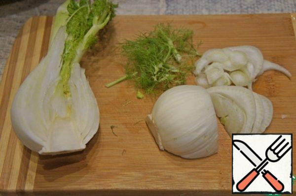 Half of the fennel bulb cut into thin slices.