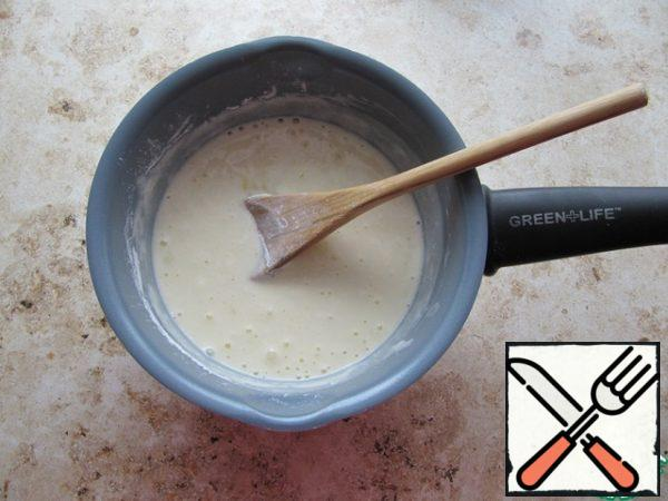 Mix sour cream, chicken egg, vanilla sugar, sugar, flour (can be replaced with starch) until smooth.