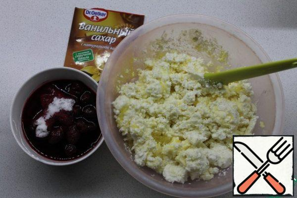To cottage cheese add yolks, sugar, oil. All mix thoroughly and beat with a mixer. To cherries add vanilla sugar and starch, stir.