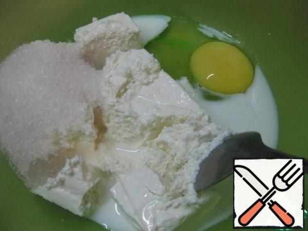 In a bowl mix cottage cheese, milk, egg and sugar.