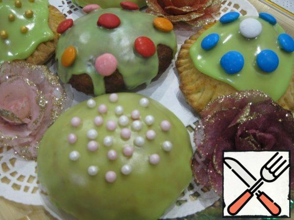 Decorate cooled donuts with icing, sugar beads and candies-jelly beans.