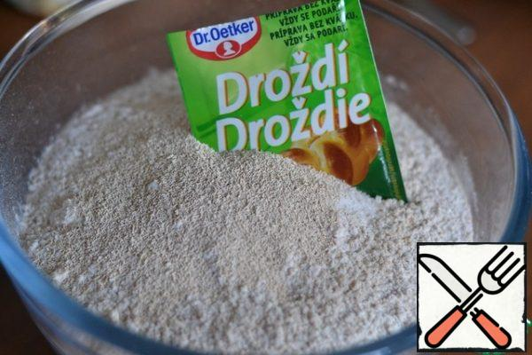In a bowl, mix flour, yeast, salt and sugar.