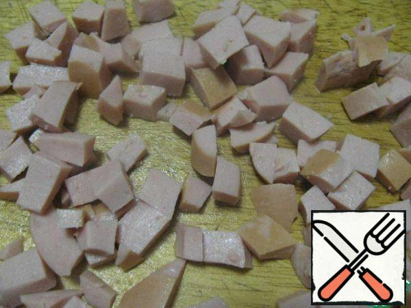 Sausages cook, cool and cut into small cubes.