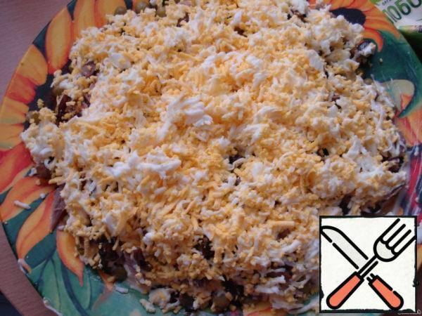 4-layer: RUB eggs on a grater, grease with mayonnaise.