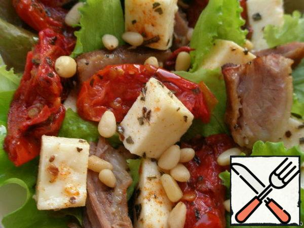 Looks so close to our salad. It turns out juicy, crispy, a little sweet, due to sun-dried tomatoes, but the presence of cheese and meat balances the taste. Try to cook this salad, You will not be disappointed, I assure you.