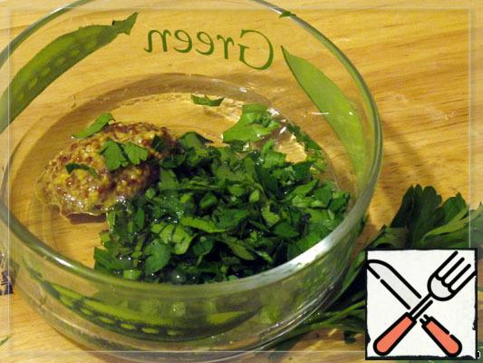 Vinegar (lemon juice - it was necessary to dilute concentrated happened) whisk mustard, black pepper. Add salt.  Add finely chopped parsley and olive oil.