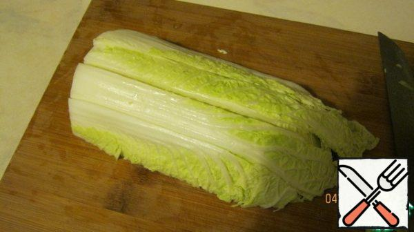 Chinese salad (Chinese cabbage) - 1 fork, wash, cut. I first divide forks into 2 parts, then make a cut (3-4 across).