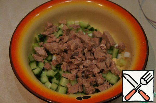 The liver can be simply chopped with a fork or diced, added to the remaining ingredients and stirred.