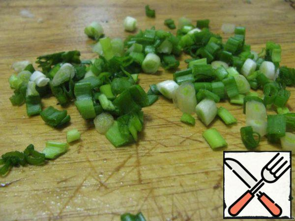 Green onions cut into thin rings.