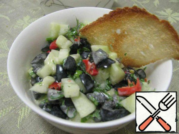 Add cucumbers, olives, chili. Stir and the salad is ready.