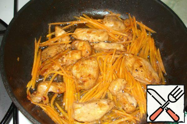 Marinated meat and carrots fry in vegetable oil for 10 minutes.