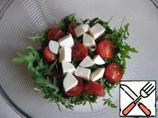 Cut mozzarella into medium cubes.