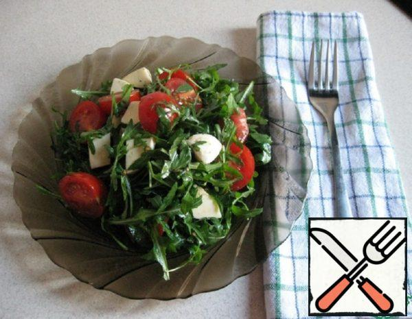 Salad with Arugula and Cherry Tomatoes Recipe