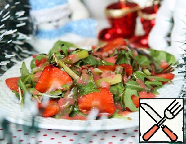 Arugula Salad with Strawberries and Asparagus Recipe