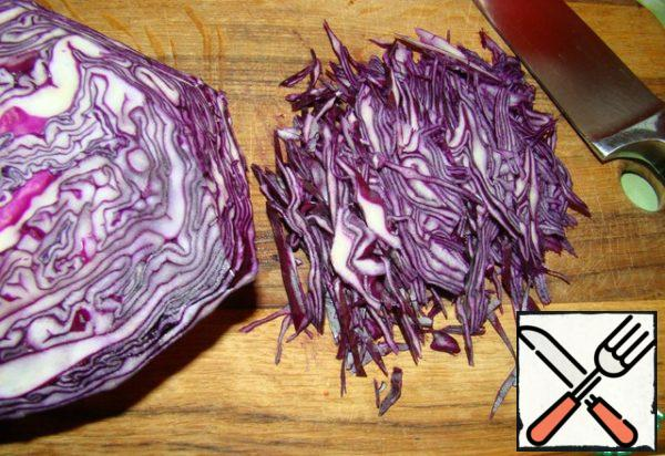 Thinly chop cabbage.