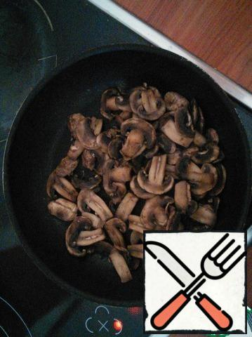 Fresh mushrooms cut and fry in a dry pan until Golden brown.