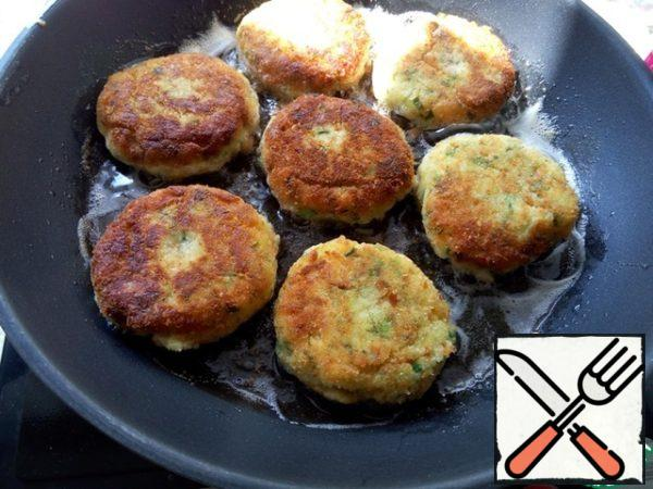Formed into patties, breaded them as desired and fry them on both sides until Golden brown.