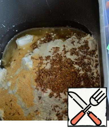 Flour + dough baking powder, sugar, vegetable oil, garlic powder and seeds. You can take them individually, according to Your taste. Pre-fry the seeds in a dry pan, cool and lightly grind in a mortar. This will enhance the aroma of cakes. Add chopped green onions and dill.