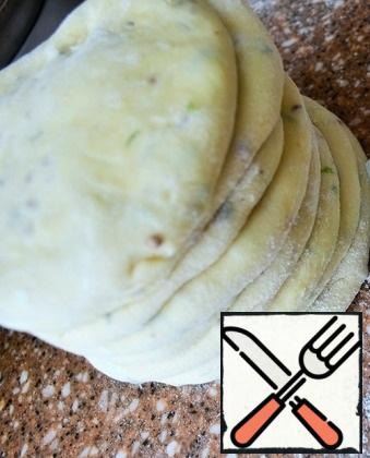 Sprinkle flour balls flatten into small cakes. Fold the pile.