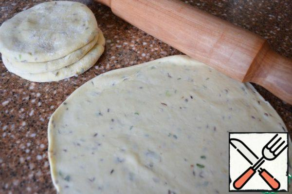 Heat the pan, grease with vegetable oil. Roll out the blanks, up to 25-28 cm.