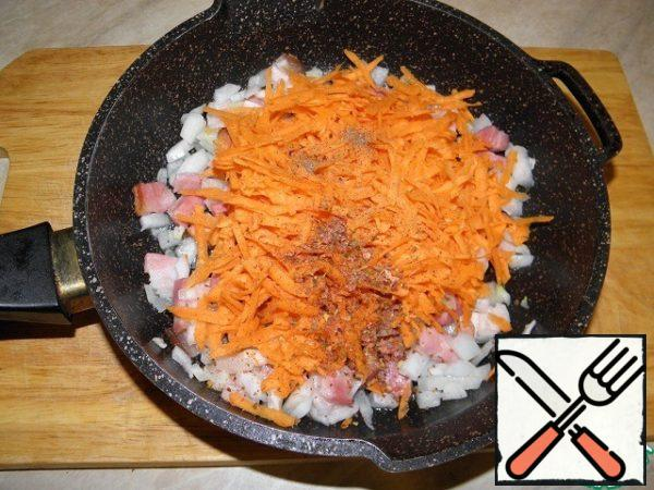 Add grated carrots and pepper.