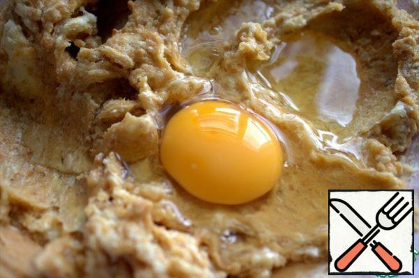 When all mixed, beat a large egg at room temperature.