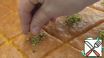 The finished cake can be decorated with ground nuts, pistachios or coconut. Enjoy your tea)