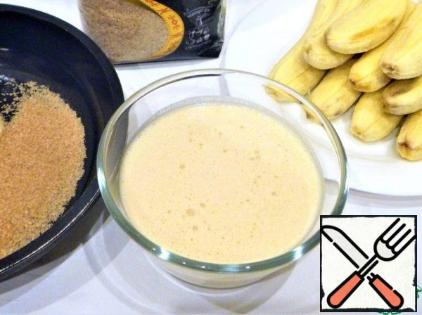 Beat the egg with a tablespoon of cane sugar, pour the wine, stir, add flour, mix. Let the dough stand for 15-20 minutes.