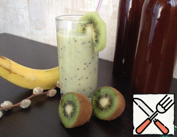 Kiwi and banana slice, chop using blender. Add honey, yogurt, Apple juice and beat until smooth. Pour into glasses. Cool. Enjoy. Enjoy your meal.