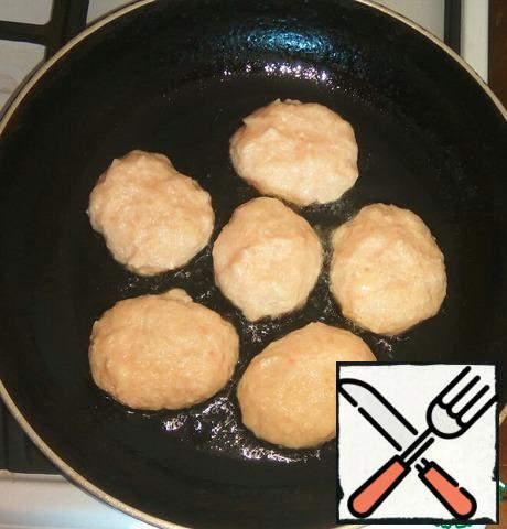 Wet hands to form patties. Spread on a hot pan with vegetable oil. Fry on a small fire under a lid until cooked on both sides.