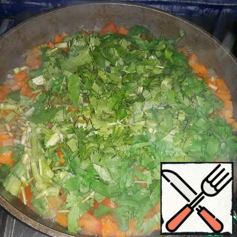 Cut the cilantro and add to the vegetables;